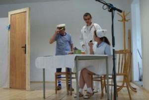 Z divadelnej hry Žinčica kontra infarkt, ktorú ochotníci z Kriváňa zahrali po skončení VZ MO