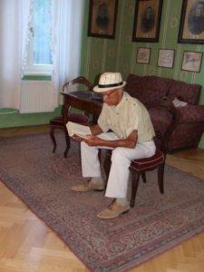 predseda MO MS Istebné recituje v programe seniorov