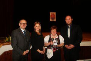 Zľava: starosta obce Veľké Lovce L. Kráľ, riaditeľka Domu MS v Nitre V. Bilicová, predsedníčka MO MS M. Rapavá a podpredseda MS M. Nemec