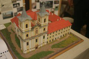 Múzeum MO MS Veľké Lovce - maketa Paulínskeho kláštora - Mariánska Čeľaď, autor: Dr. Miroslav Eliáš