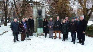 Matičiari a SZPB pri buste generála Petrova