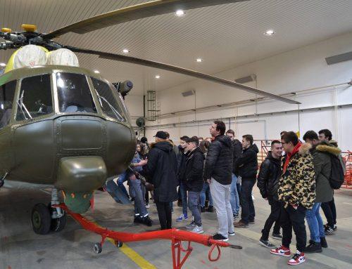 Mladí matičiari diskutovali o propagande s profesionálnymi vojakmi, prezreli si aj nové Black Hawky