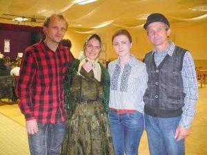 Medzi divákmi bol aj Benedik Gajdoš zTopoľčian so svojím synom adcérou, ktorí prišli pozrieť vystúpenie vnučky jeho sestry, žijúcej vNadlaku – vstrede Natália Ďurian (herečka)