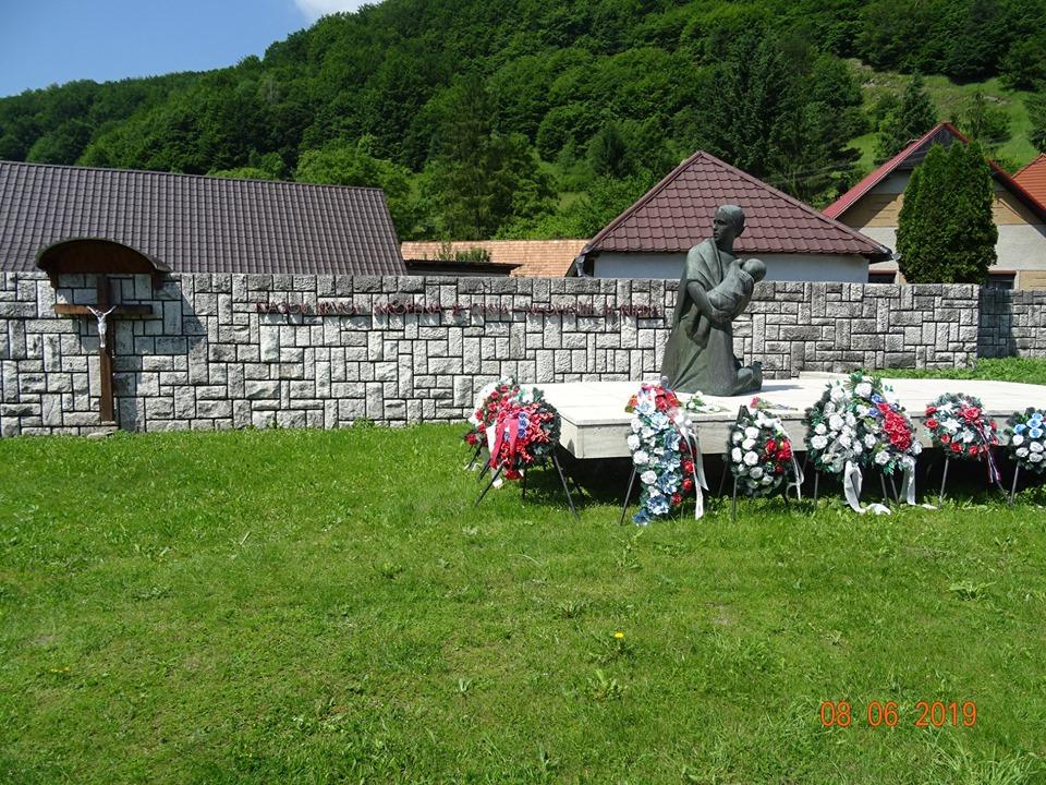 Zájazd Po stopách hrôz druhej svetovej vojny a kultúrnych pamiatok Kľak – Ostrý Grúň – Banská Štiavnica