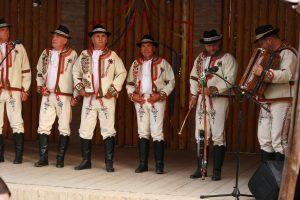 Mužská spevácka skupina Lidovec zo Solčian. Autor fotografie: V. Bilicová