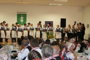 Spoločná tanečná choreografia Osiječanov a Dražovčanov.