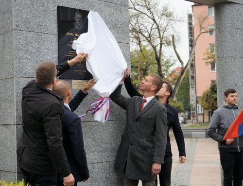 Pamätnú tabuľu národovcovi a politikovi Matúšovi Dulovi odhalili matičiari na Dulovom námestí v Bratislave