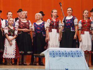 S pomocou Domu MS v Nitre vznikla kópia zbierky piesní P. Javora, ktorú na festivale odovzdala predsedníčka o.z. Tradícia M. Zaujcová predsedníčke Organizácie Slovákov a Čechov v Oradei M. Iabloncic.