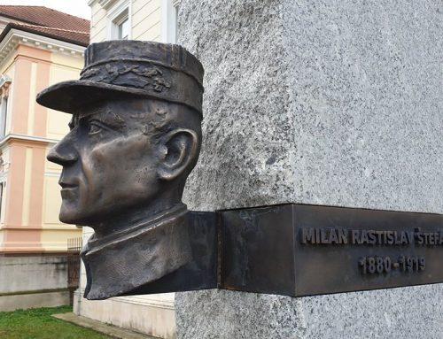 V Trenčianskych Tepliciach odhalili pamätník M. R. Štefánikovi