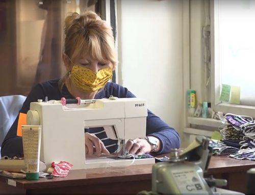 Rúška pre zraniteľné a sociálne slabé skupiny obyvateľov šijú aj v Šatnici Matice slovenskej (video)