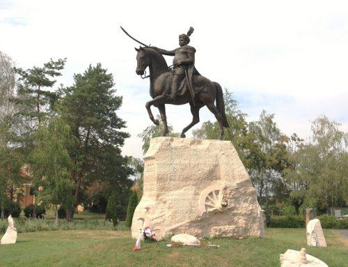 Matičiari zo Štúrova položili veniec vďaky pri Pamätníku kráľa Jána III. Sobieskeho