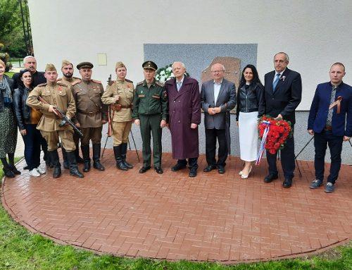 Odhalenie pamätnej tabule osloboditeľom v obci Budimír